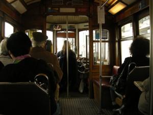 Dans le tram à Lisbonne