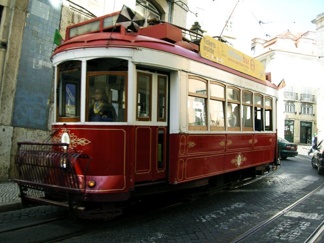 Tramway rouge à Lisbonne