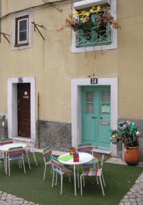 Un petit espace pour les enfants non pas dans le jardin mais dans la rue ! Lisbonne