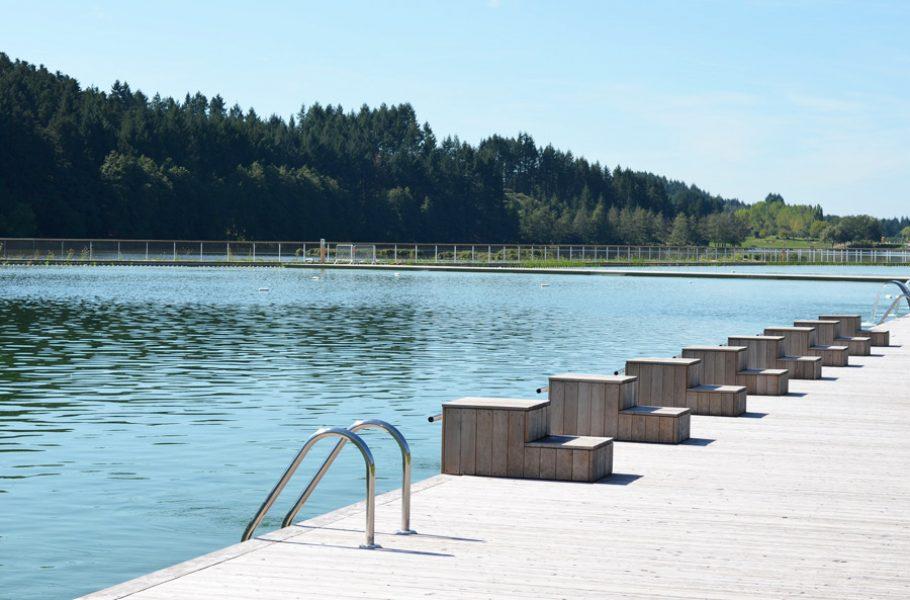 Où se baigner près de Lyon : les bonnes adresses de baignade naturelle : la piscine biologique du Lac des Sapins