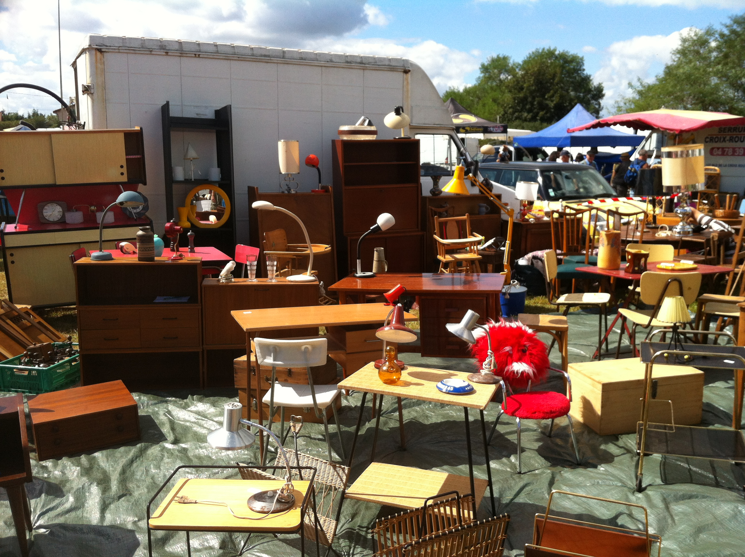 brocante vide grenier. Black Bedroom Furniture Sets. Home Design Ideas
