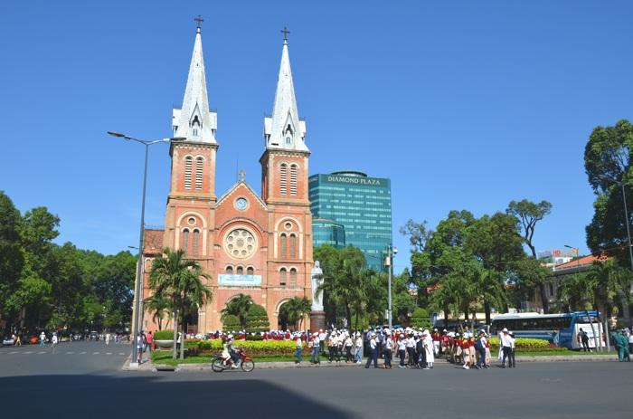 Hô-Chi-Minh-Ville, l'ancienne Saïgon - La cathédrale Notre-Dame