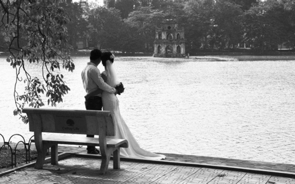 Le lac Hoàn Kiêm, un havre de paix au cœur d'Hanoï,
