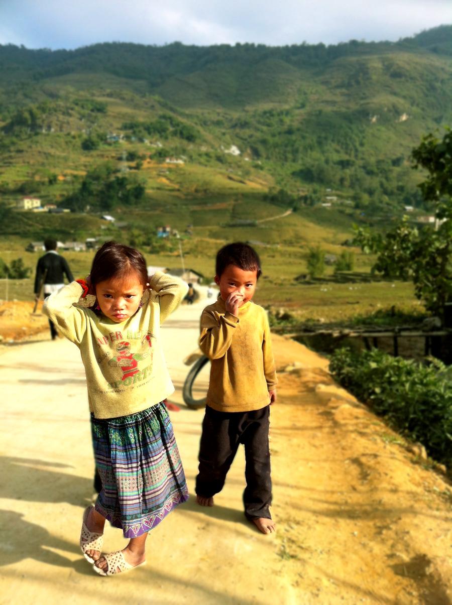 Les enfants vietnamiens des ethnies minoritaires - Voyage au Vietnam : trek dans les montagnes et rizières aux alentours de Sapa