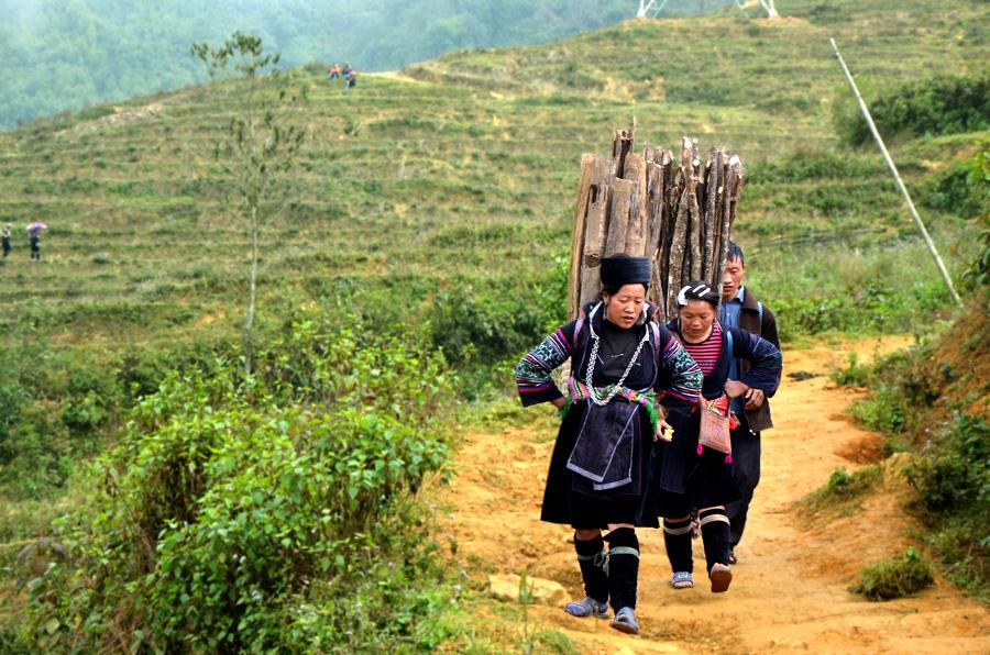 Femmes Hmong (Mong ou H'Mong) -à Sapa - Trek Vietnam du nord
