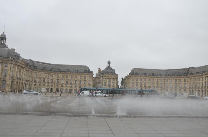 Place de la bourse et miroir d'eau à Bordeaux