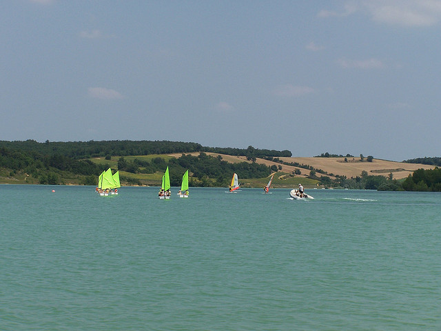 Lac de la Ganguise - Flickr MikeHalesNZ
