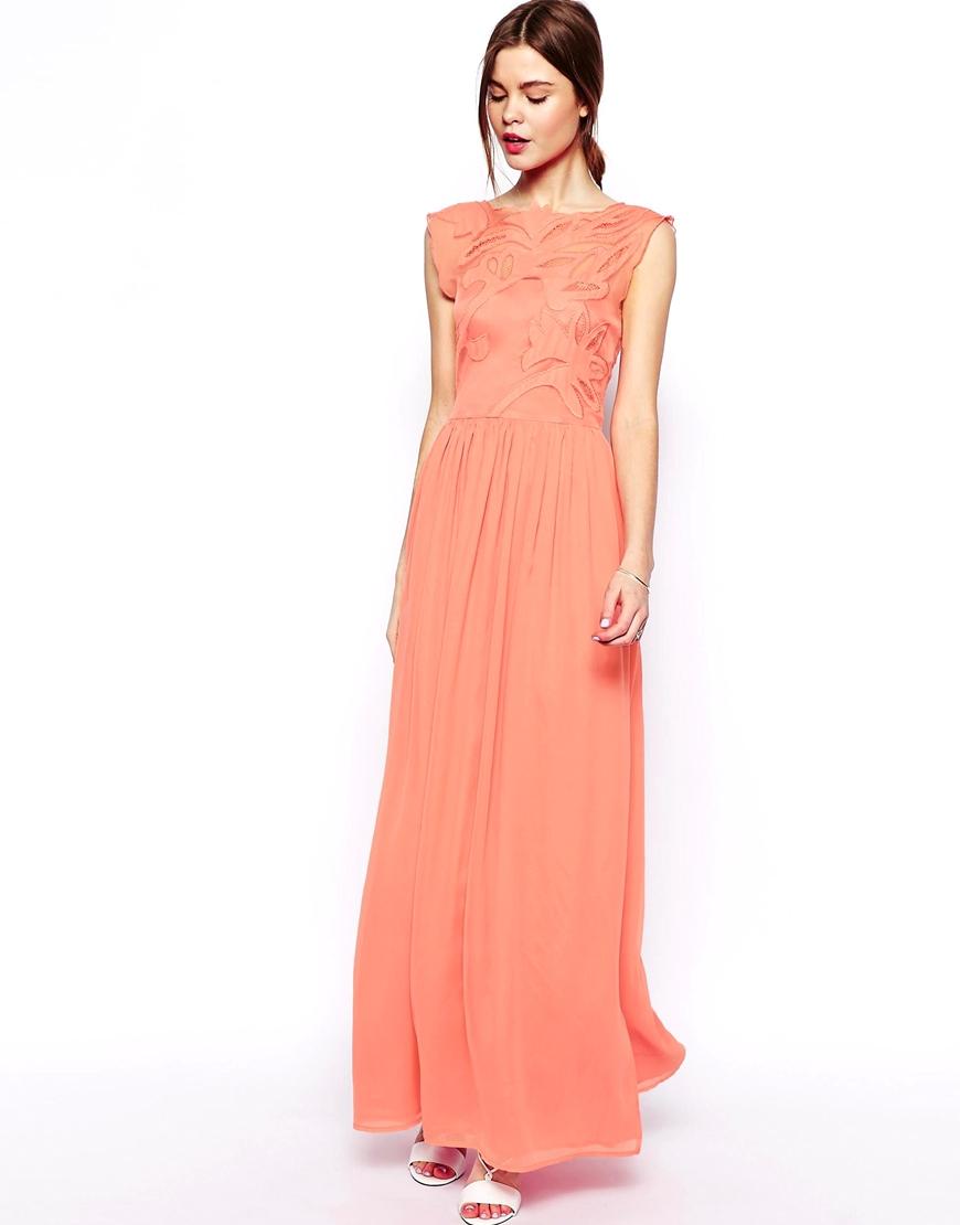 Une robe pêche pour ma tenue de demoiselle d'honneur