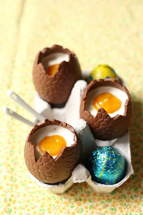 Panna cotta dans des oeufs en chocolat