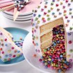 Gâteau anniversaire surprise pinata