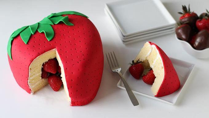 Gâteau anniversaire surprise aux fraises