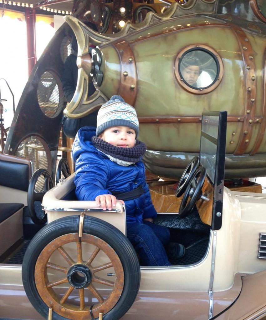 Noah sur le carrousel de Guillotière