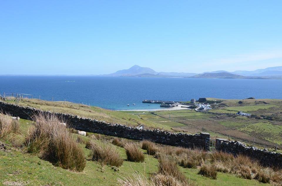 Vue sur le port de Clare Island