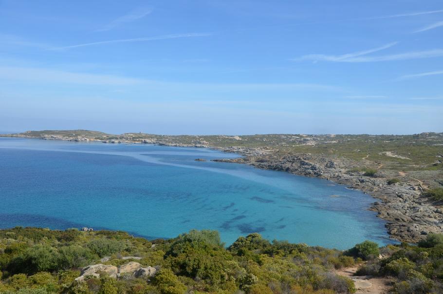 La côte est de la Corse, vue depuis du littoral depuis le Trinichellu