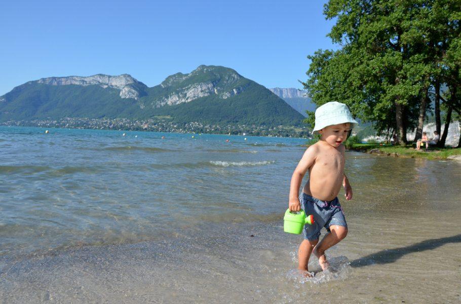 Se baigner à la plage de Saint-Jorioz au lac d'Annecy