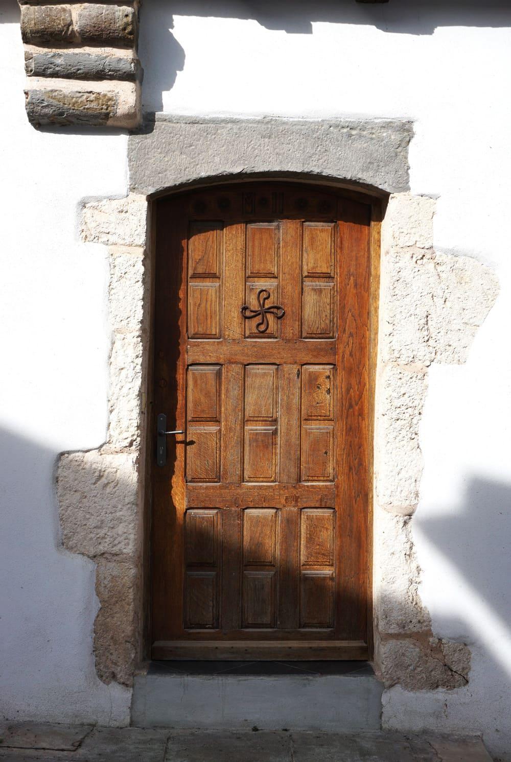 Porte Croix Basque