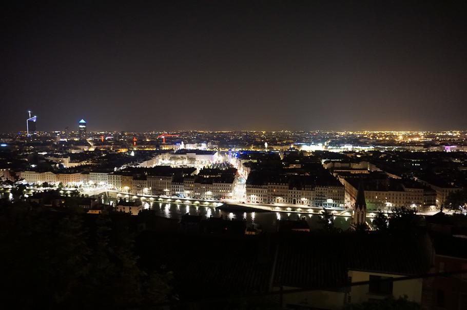 Lyon by night : Vue de nuit sur Lyon depuis le restaurant gastronomique Tête d'Oie