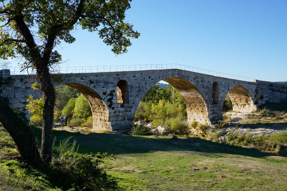 Le pont Julien dans le Lubéron - Visiter la Provence