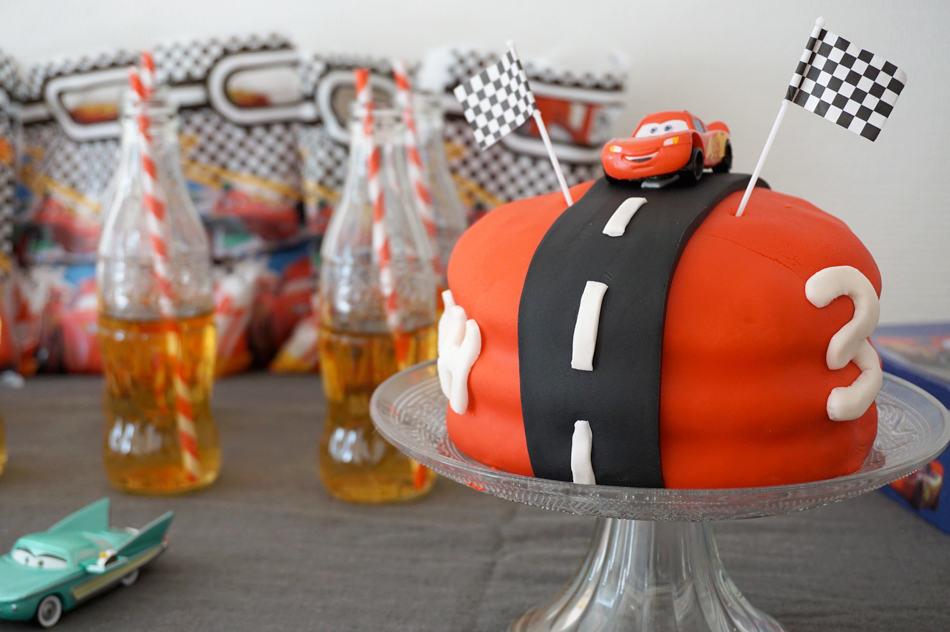 Anniversaire 3 ans : un goûter d'anniversaire sur le thème Cars Disney - Le gâteau d'anniversaire Flash Mc Queen