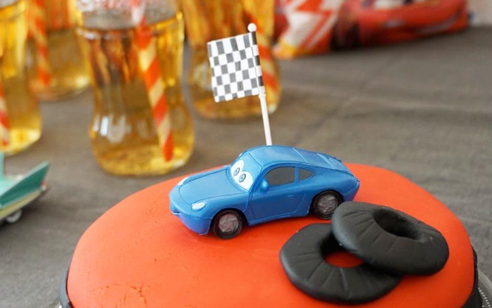Anniversaire 3 ans : un goûter d'anniversaire sur le thème Cars Disney - Le gâteau d'anniversaire Sally