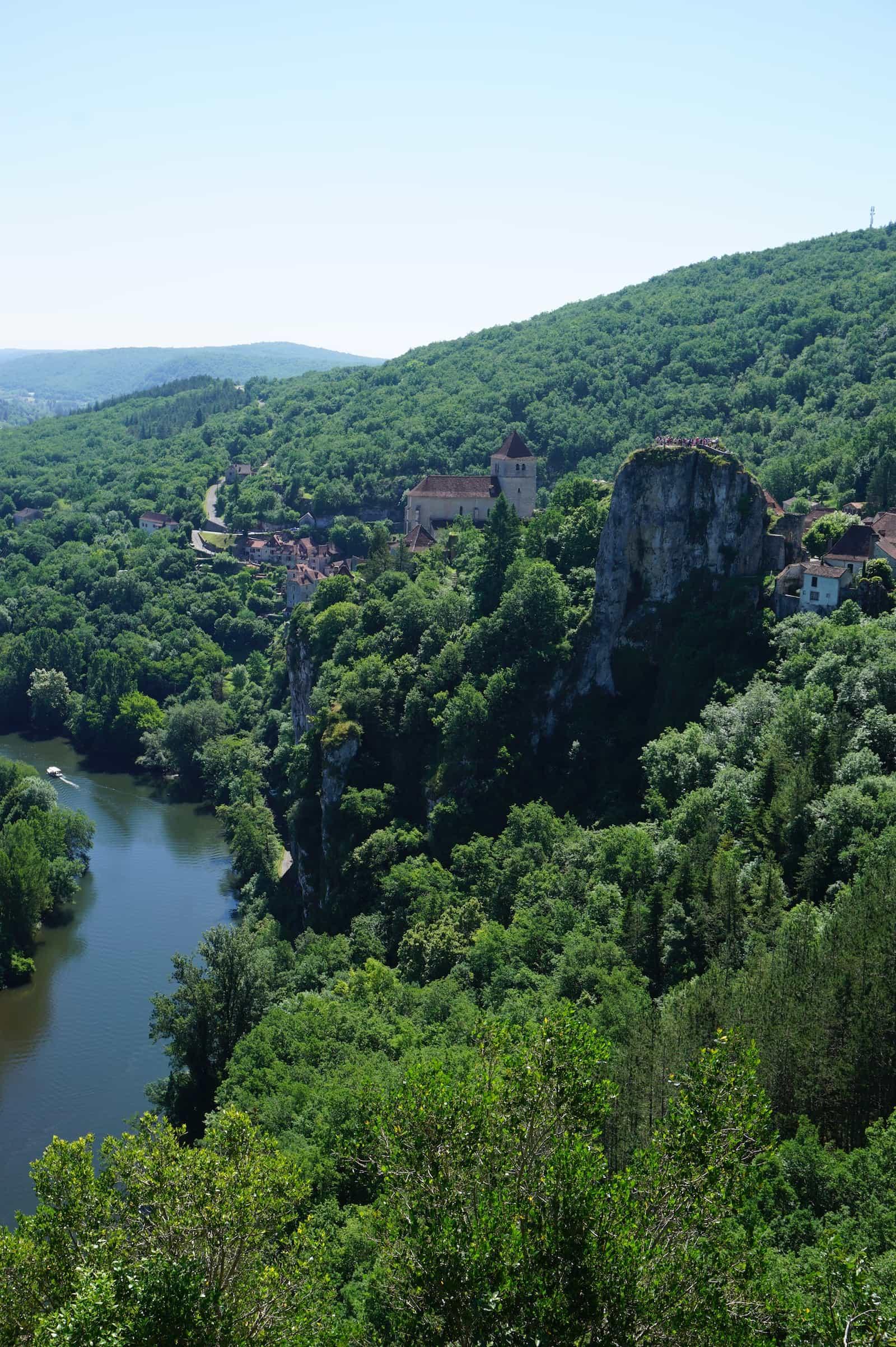 Vue sur Saint-Cirq-Lapopie - Lot - Tourisme Occitanie