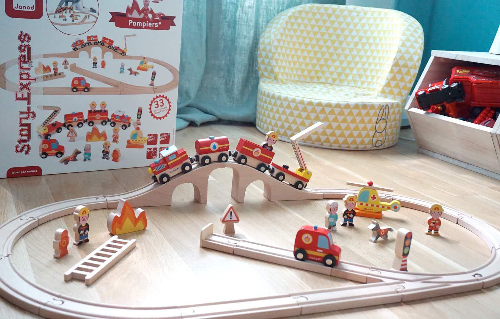 Le circuit de train en bois Janod pompiers - Jouet en bois