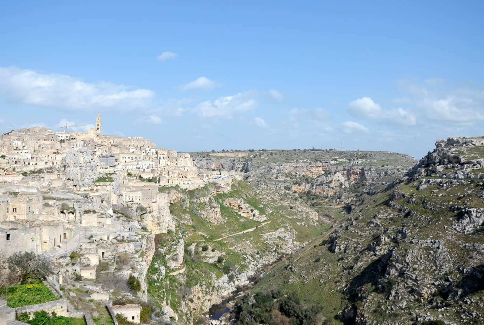 Vue panoramique des Sassi de Matera et de la Gravina