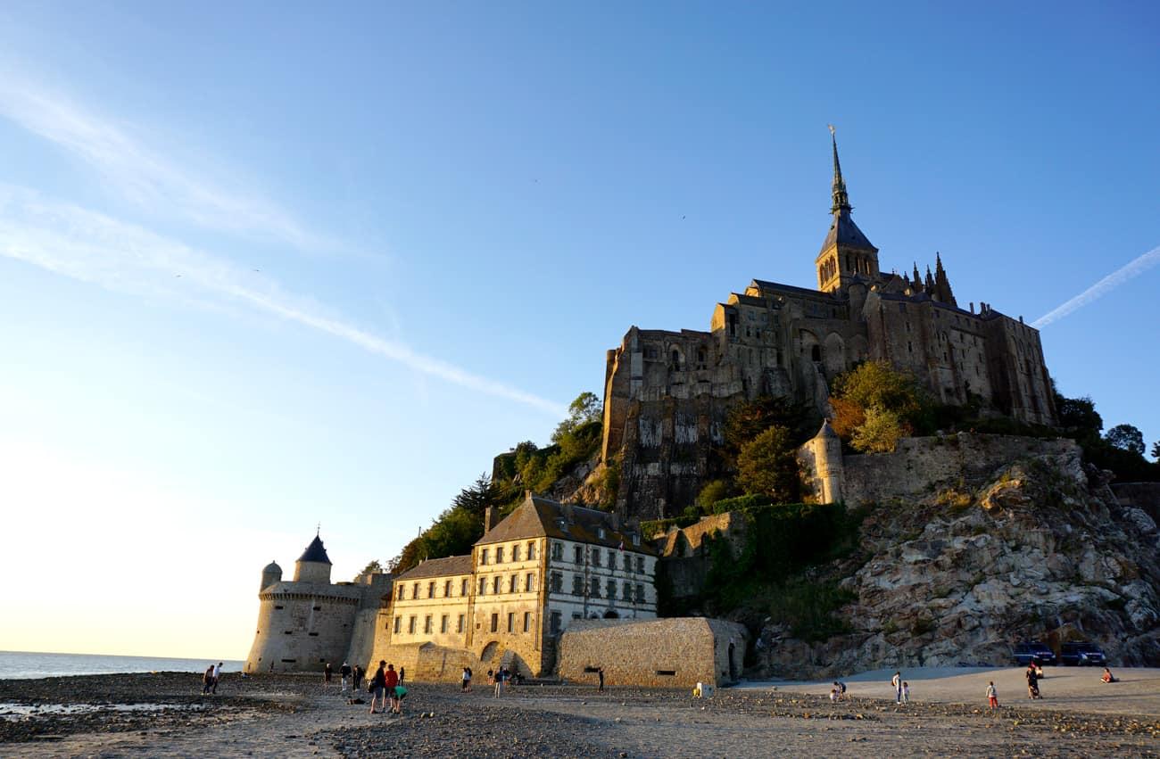 Le Mont-Saint-Michel au coucher de soleil