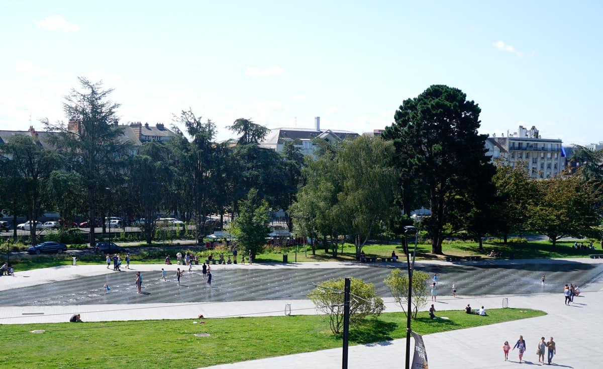 Visiter Nantes avec des enfants : le miroir d'eau