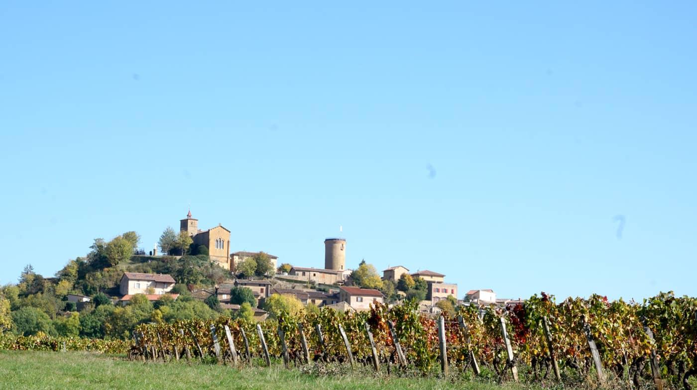 Oingt, derrière les vignes du Beaujolais