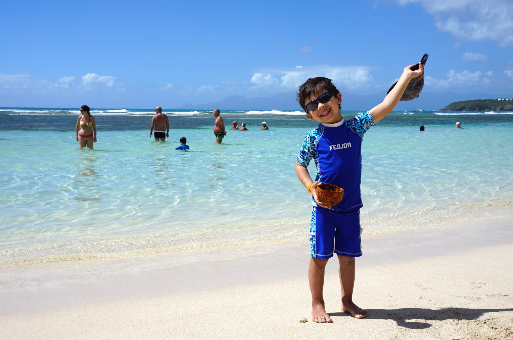 Guadeloupe plage caravelle baignade enfant