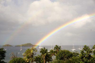L'arc-en-ciel après une averse en Guadeloupe - Ilets Pigeon Malendure