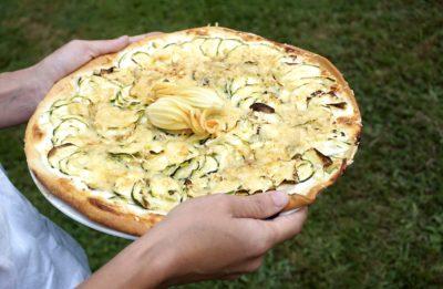 Recette végétarienne : Pizza blanche aux courgettes