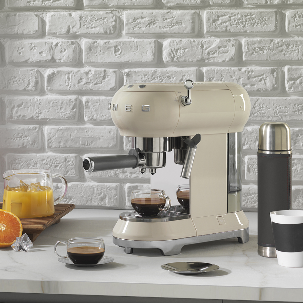 Machine cafe expresso smeg electromenager retro