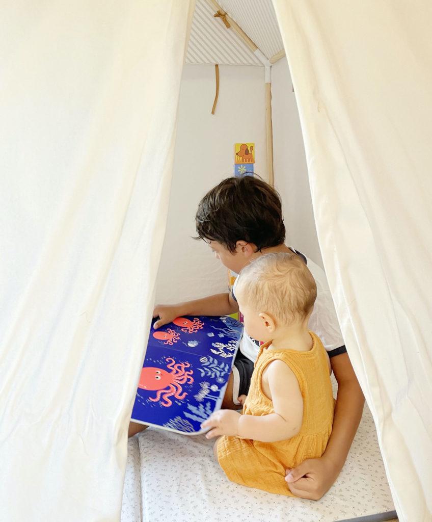 Une cabane maison pour jouer dedans et dehors !